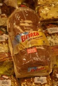 Dit brood wordt in een kwartiertje in de supermarkt gebakken om de klant te verwennen. Nou ja, verwennen?