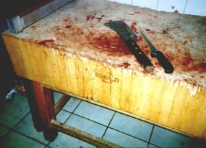 Het hakblok van de slager wordt wel gedoogd door onze VWA. Het blijft altijd een spanningsveld tussen goede hygiene en het humeur van de controleur. In Belgie hebben de contr9oleurs