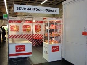Dit bedrijf neemt wel erg veel over van de huisstijl van KFC. Gezien op de Anuga in Keulen op 11 oktober 2009