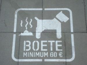Zo gek zijn de Belgen ook weer niet om 'foute honden' te beboeten. WIj zouden ook foute eters een boete moeten opleggen. Humor lijkt me dat, half Nederland op de bon!