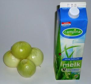 'Als je producten niet goed afdekt, kan de geur en smaak van uien bijvoorbeeld op een open pak melk slaan. Dat kan dan makkelijk zuur worden.' Nooit geweten dat uien melk zuur konden maken. Zo leer ik nog eens wat.