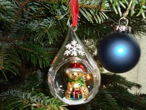 Kerstboomverkopers en die van boomprullaria doen goede zaken in december. Gelukkig worden de dagen weer langer.
