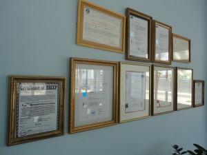 In Vietnam heeft men alles goed voor elkaar. Daar hangen alle voedselveiligheids certificaten al aan de muur. In Nederland loopt men een stuk achter...