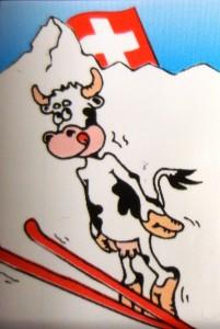 Deze koe snapt het. Weg van alle drukte. Vrij zwevend in de alpen lost ze ingewikkelde productievraagstukken op.