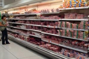 Vrijwel al het voorverpakte vlees is 'opgepompt'op de een of andere wijze. De consument heeft bijna geen vrije keuze meer, tenzij zij naar de slager toe gaat die bijna is uitgestorven.