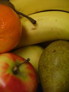 Ons dagelijks fruit kan zeer veel ziektekiemen herbergen. Wassen met water is lang niet effectief vanwege de hardnekkige waslaag waaronder juist de bacteriën zich verschuilen. Verboden desinfectiemiddelen doen wonderen.