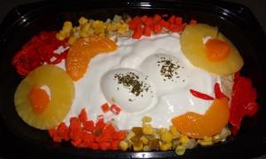 De salade ziet er genoeg feestachtig uit om mijn Sint Nicolaas gasten blij te maken. Het etiket ziet er iets minder professioneel uit.