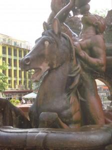 Wij moeten voorzichtig met onze paarden omgaan. Anders kunnen wij in de toekomst alleen van deze versteende exemplaren genieten.
