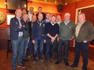 Dit is de gifmengersclub van 1978 anno november 2013. Van links naar rechts: Henk Buitenwerf, Franst Hiemstra, Jacob van der Sluis ,Eric van de Hoek, Wim van Gurp, Wim Boiten, Rients Feenstra, Henk Hospers, Nico Bruins. Achterste rij: Rob Groothedde, IJsbrand Velzeboer, Willem Elsinga Afwezig: Atze Hospers, Willem Baalman