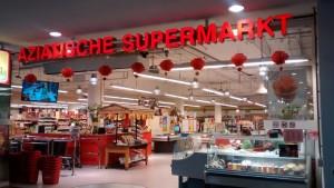 Deze supermarkt vormt een grtoot spanningsveld met de NVWA als het op etikettering van voedingsmiddelen aankomt en vermelding van allergenen. De horeca ondernemer die hier koopt moet goed weten waar de allergenen in zitten.